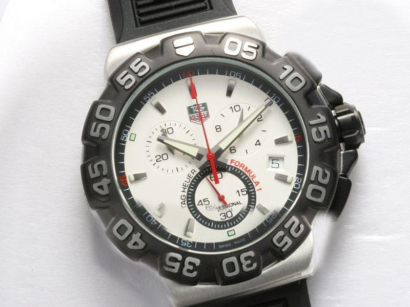 /watches_54/TAG-Heuer-143-/Quintessential-Tag-Heuer-Formula-1-Working-18.jpg
